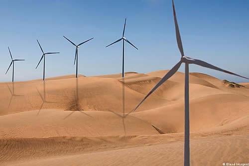 """La transición hacia energías limpias es """"demasiado lenta"""", advierte la AIE"""