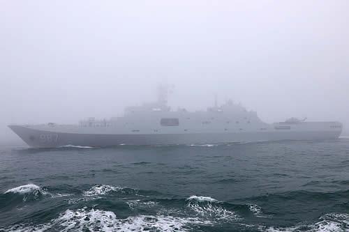 """Un nuevo buque anfibio de transporte chino participa en unos ejercicios y se espera que forme una """"asociación poderosa"""" con otra nave del país"""