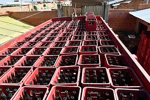 Detienen a 18 personas vinculadas a falsificar cerveza; 5 dieron positivo a la prueba rápida Covid