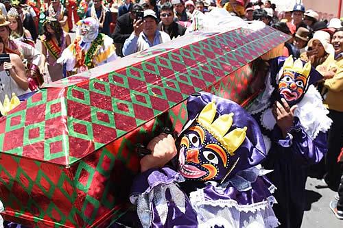 La Paz suspende actividades carnavaleras y abre posibilidad de postergar la Alasita
