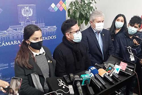 Bancada de CC descarta brindar descargos ante Comisión de Ética por viaje a EEUU