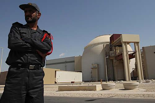 Irán anuncia un consenso para flexibilizar sanciones durante negociaciones sobre el pacto nuclear
