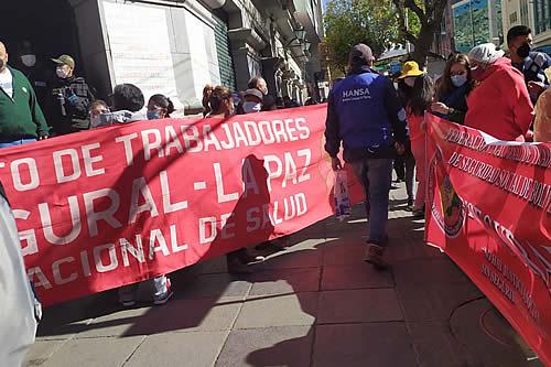 Trabajadores de la CNS exigen la destitución de la Gerente por la falta de medicamentos