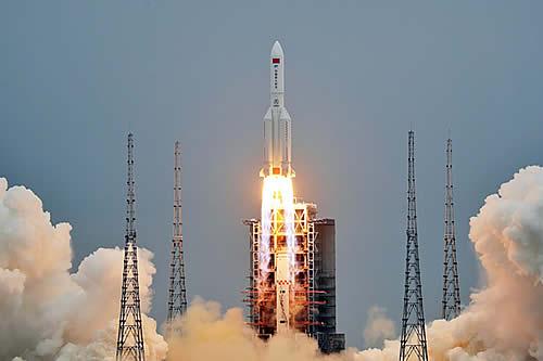 """La NASA critica a China por no cumplir con """"estándares responsables"""" en la caída del cohete descontrolado"""