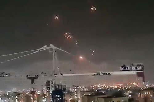 El sistema de defensa aérea israelí Cúpula de Hierro intercepta múltiples cohetes lanzados desde Gaza