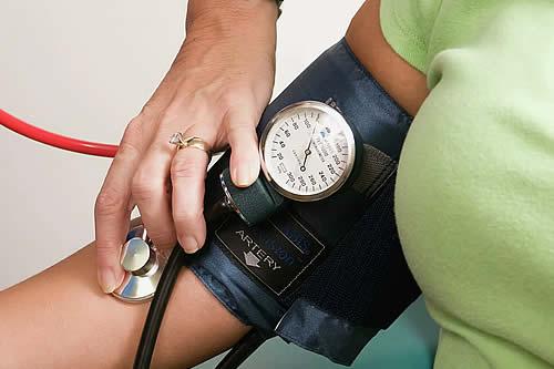 El inesperado vínculo entre la hipertensión y la demencia