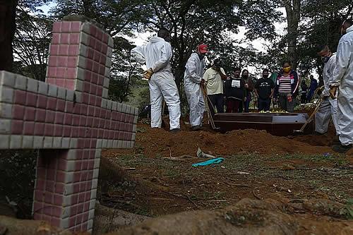 Brasil supera la barrera de los 400.000 muertos por coronavirus