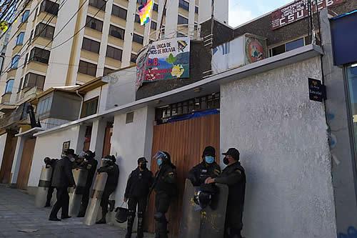Grupos se enfrentan por la CSUTCB y hay más de una decena de arrestados