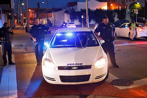 Cinco muertos, incluidos dos agentes, en un operativo policial de 13 horas contra un tirador atrincherado en EE.UU.