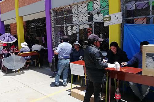Más de 6.800 residentes peruanos en Bolivia sufragarán este domingo