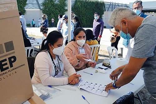 TSE: Adultos de más de 60 años de edad están exentos de votar y presentar certificado de sufragio para trámites