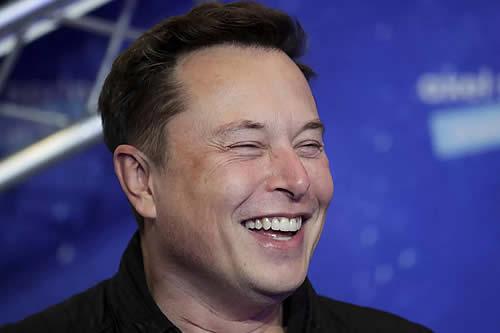 Elon Musk 'trolea' a Biden por pasar por alto la primera misión espacial civil de la historia