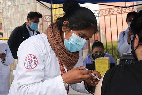 Habilitan doce puntos de vacunación masiva para este domingo en La Paz