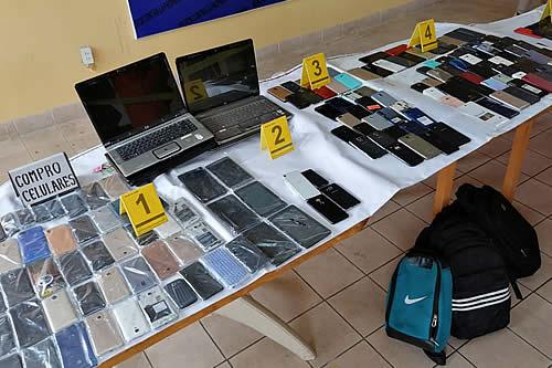 FELCC secuestra 272 celulares en operativos en El Alto e invita a la población para reconocerlos