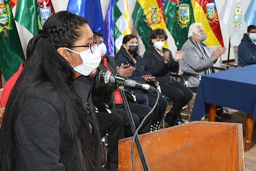 Alcaldesa Copa anuncia bono de Bs300 para escolares de El Alto