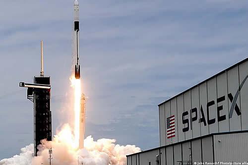 SpaceX afina últimos detalles para la primera misión espacial compuesta por civiles