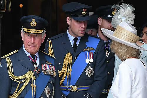 ¿Se tambalea la monarquía británica? La muerte del príncipe Felipe abre debate sobre el próximo rey
