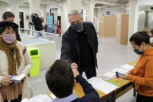 El oficialismo y la oposición de Argentina se miden en las elecciones primarias