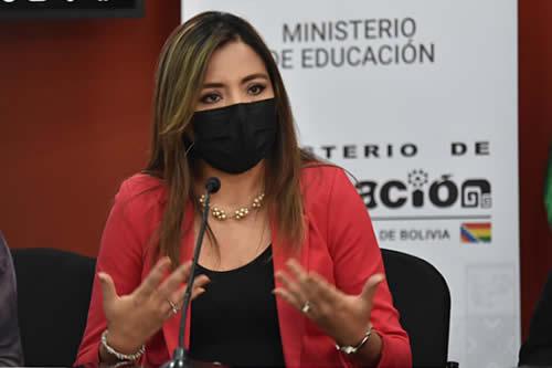 Viceministra de Comunicación exhorta a autoridades de Santa Cruz a avanzar con el proceso de inmunización contra el COVID-19