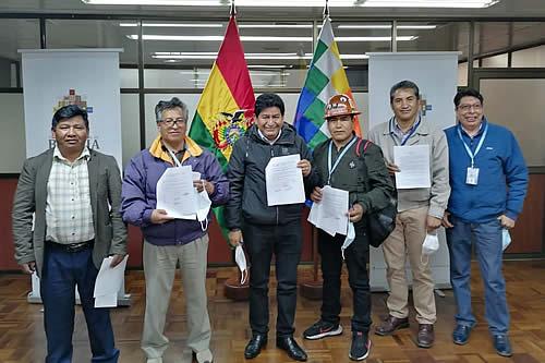Gobierno y COB firman acuerdo para trabajar en pliego petitorio del sector
