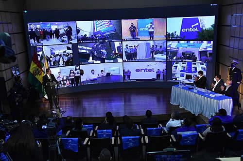 Presidente Arce destaca rol estratégico de Entel y pide apostar a un mayor servicio de internet para el país