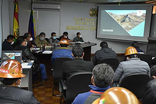 """Gobierno y trabajadores coordinan acciones para evitar el """"jukeo"""" en Huanuni"""