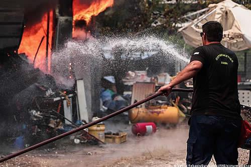 Cuatro pueblos griegos del Peloponeso evacuados por incendios