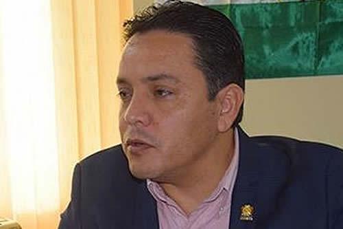 Senador Montero expresa predisposición para reconciliarse tras la pelea en el hemiciclo