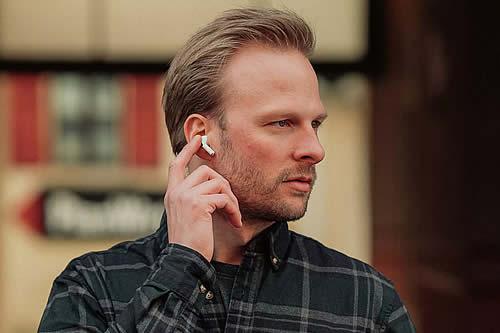 Esta es la razón por la que no deberías usar auriculares todo el día