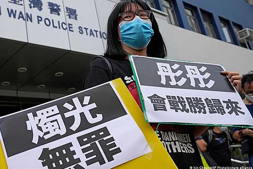 Sale bajo fianza en Hong Kong la organizadora de la vigilia de Tiananmen
