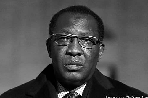 Muere el presidente de Chad en combate con insurgentes