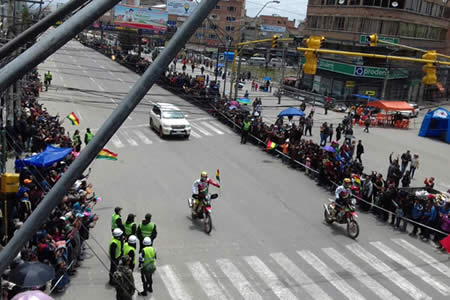 La Paz vive la fiesta de Dakar que hace historia al ingresar al centro urbano