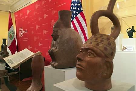 Estados Unidos repatría más de 400 piezas culturales a Perú