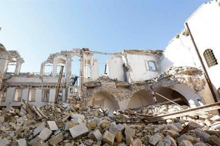 Al menos 6 muertos por ataques aéreos y de artillería en ciudad siria de Homs