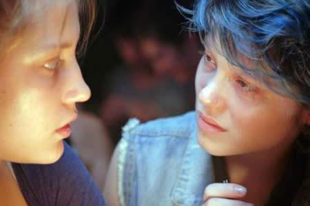 Francia autoriza a menores de 18 años películas con escenas de sexo explícito