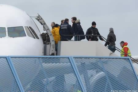 Alemania agilizará deportaciones de peticionarios de asilo rechazados