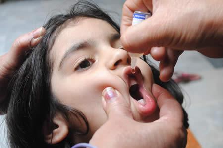 Bill Gates cree que en 2017 se erradicará la polio