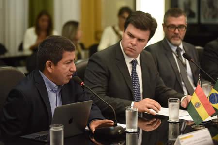 Bolivia y Brasil dialogan sobre contrato de gas, alza de producción y exploración en nuevas áreas