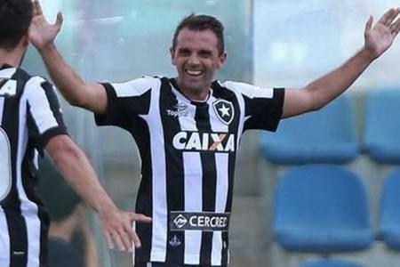 El Botafogo pierde al argentino Montillo antes de visitar al Olimpia