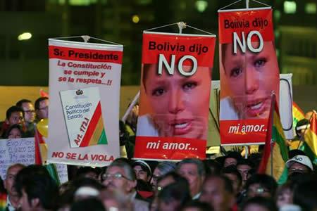 Democracia boliviana sale indemne de un día plagado de manifestaciones a favor y contra Morales