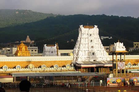 Polémico político indio ofrenda a Vishnu 746.000 dólares en joyas