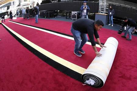 Los Óscar se preparan para una alfombra roja pasada por agua