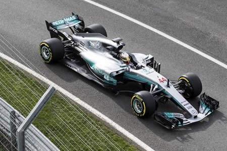 Hamilton y Bottas presentan el W08 con que Mercedes aspira a defender dominio