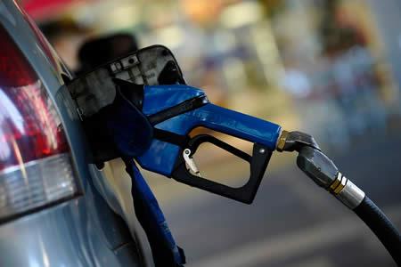 Subida de la gasolina colocó la inflación en Canadá en 2,1 % en enero