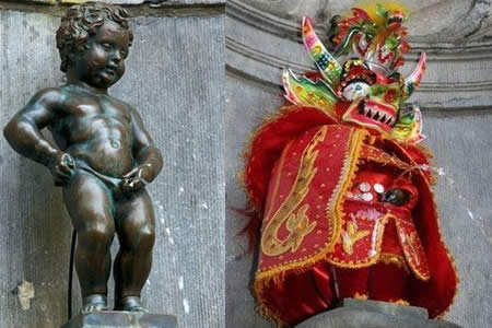Visten con ropa de Diablada a estatua símbolo de Bélgica