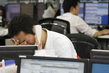 ¿Mejor que ir al trabajo?: Arrestan a un japonés que se apuñaló para tener un día libre