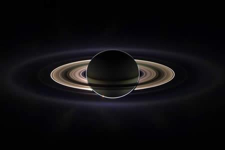 La misión Cassini de la NASA detecta burbujas en Saturno