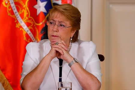 Bachelet dice que militares y aduaneros bolivianos pretendían robar camiones en territorio chileno