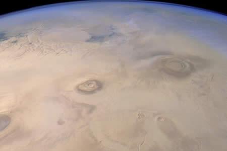 La NASA revela impresionante imagen de un valle marciano