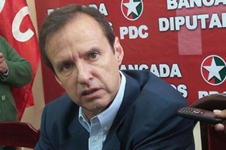 """Tuto acusa a Bachelet de recurrir a """"matonaje judicial"""""""
